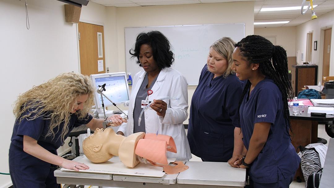 respiratory students practicing intubation