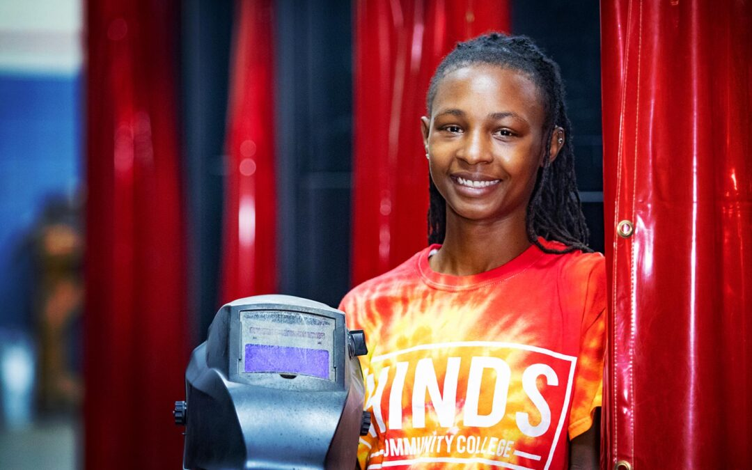 Jackson woman bonds art, new skills to create career at Hinds